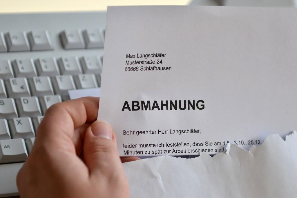 Arbeitsrechtliche Abmahnung, Foto: Dirk Vorderstraße, CC-BY 2.0